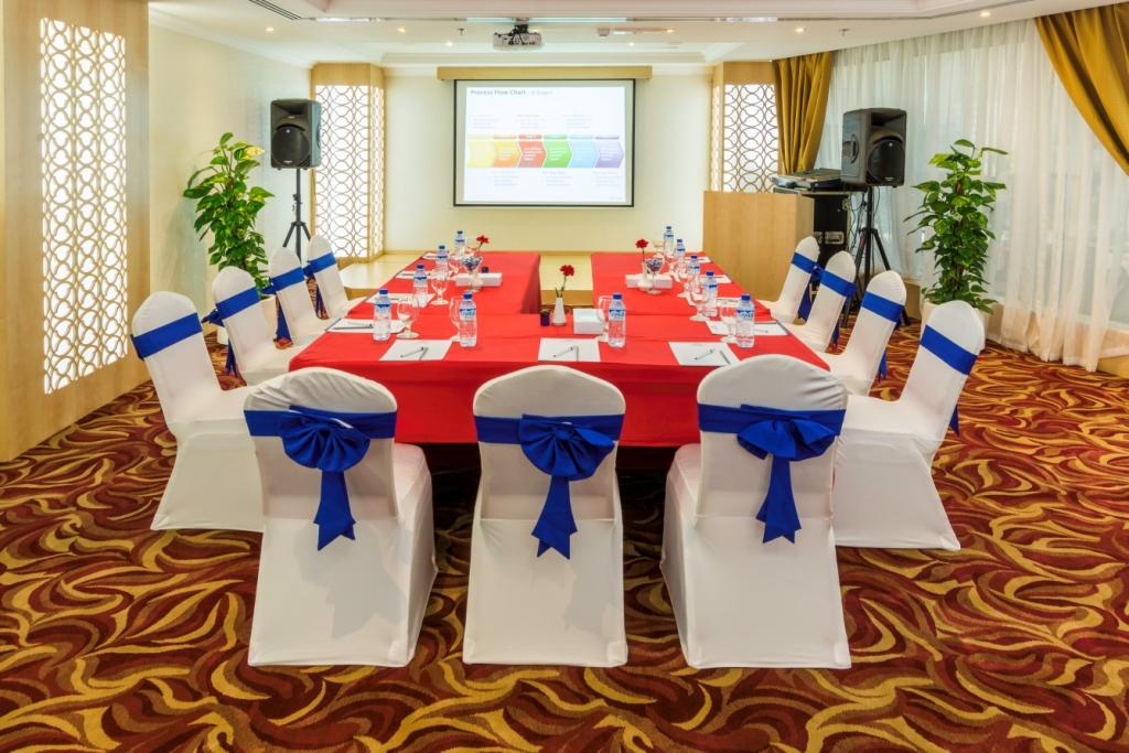 Meetings Facility at Howard Johnson Bur Dubai