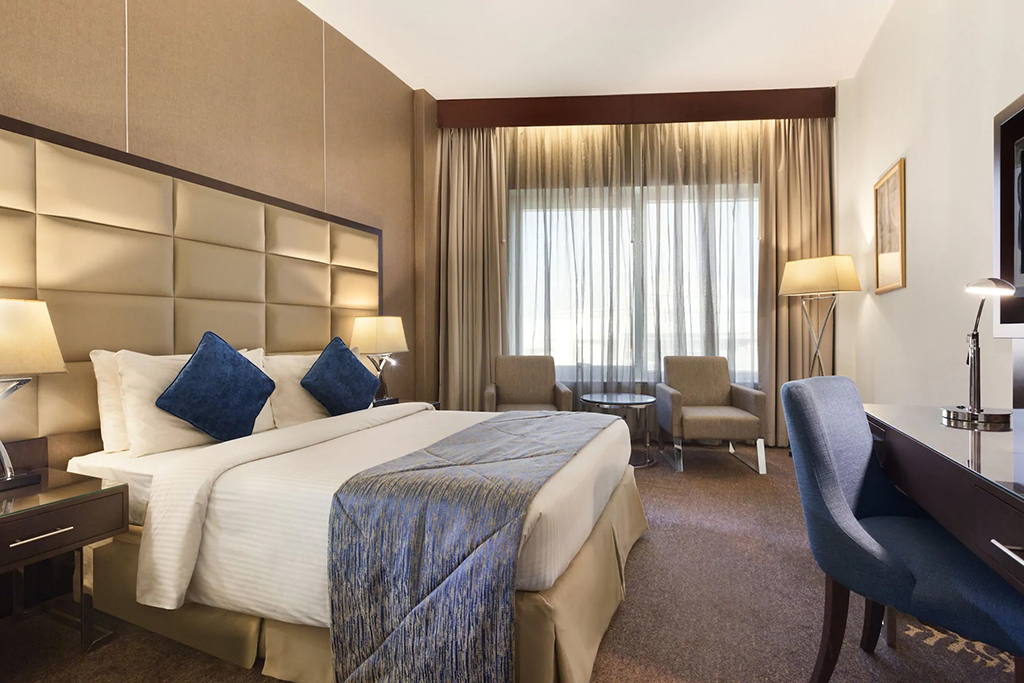 Deluxe Room at Howard Johnson Bur Dubai